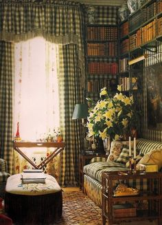 Valentino's home, design decorating before and after house design room design English Country Style, French Country, Home Libraries, Green Rooms, Green Walls, Library Design, Beautiful Interiors, Cottage Style, Country Decor