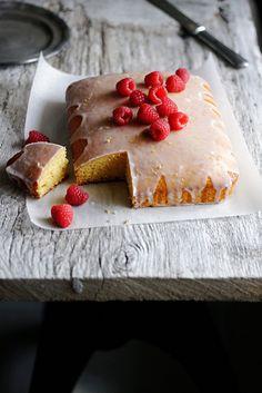 Glazed polenta cake with raspberries