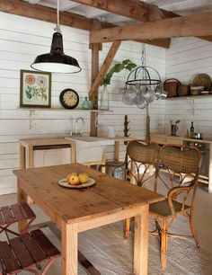 Rustic-chic farmhouse in the South of France Barn Kitchen, Rustic Kitchen, Country Kitchen, Rustic Room, Cozy Kitchen, French Kitchen, Wooden Kitchen, Country Living, Kitchen Dining
