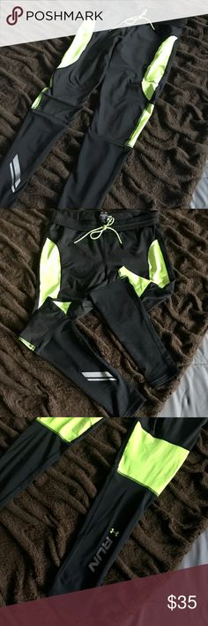 Under Armour Running Leggings!! Like new condition!! Under Armour Pants