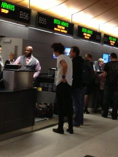 Harry at LAX airport... literally 5 minutes from my house I wish I could just meet him! :(