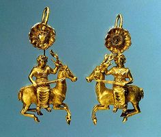 Pair of Greek Gold Earrings with a Figure of Artemis Gold, ca., Found on the Nymphaeum necropolis in the Crimea Ancient Jewelry, Antique Jewelry, Vintage Jewelry, Victorian Jewelry, Roman Jewelry, Greek Jewelry, Historical Artifacts, Ancient Artifacts, Ancient Romans