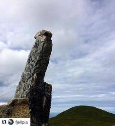 Nature has a good sense of humor. #reiseliv #reisetips #reiseblogger #reiseråd  #Repost @fjellpia (@get_repost)  Høy og stolt  på Nonsfjellet 06.07.2017  #nonsfjellet #fræna