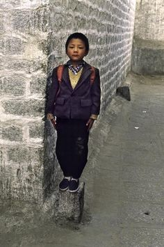 TIBET. Litang. 2001. Schoolboy in Lhasa posing for his picture. Steve McCurry