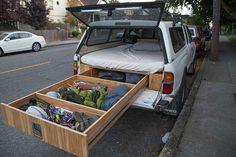 Uomo costruisce un furgone per i viaggi d'avventura | SF Globe