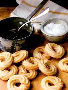 "Anne's version of Tarallucci, an Italian biscuit (sometimes called Taralli), is served with a caramel dipping sauce and a warning: ""Try not to eat just one!"""