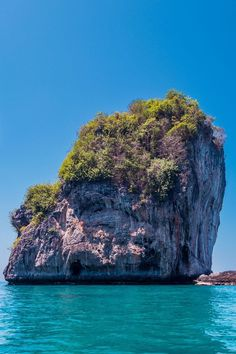 Phi Phi Islands - The Ultimate Guide Phuket Travel Guide, Thailand Travel Tips, Visit Thailand, Asia Travel, Thailand Island Hopping, Thailand Pictures, Thailand Adventure, Phi Phi Island, Exotic Places