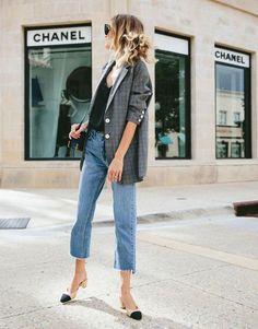 Invista no blazer xadres + mom jeans para um office look com peças clássicas e chics.
