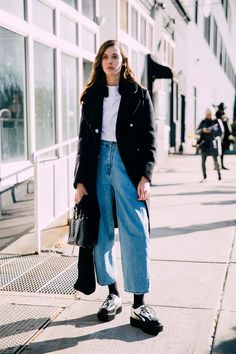 Best New York Fashion Week Fall 2016 Street Style Looks Street Style 2016, Model Street Style, Street Style Looks, Street Style Women, Fashion Week, New York Fashion, Look Fashion, Mode Style, Style Me