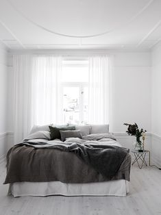 5 Tenacious Tips: Minimalist Interior Kitchen Black White minimalist bedroom curtains grey.Minimalist Home Living Room Beds minimalist home tips modern.Minimalist Bedroom Budget Tips. Minimal Bedroom, Modern Bedroom, Bedroom Decor, Bedroom Ideas, White Bedrooms, Bedroom Simple, Design Bedroom, Monochrome Bedroom, Bedroom Furniture