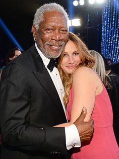Awww! It doesn't get any sweeter than Julia Roberts and Morgan Freeman all snuggled up inside the Shrine Auditorium at the SAG Awards.
