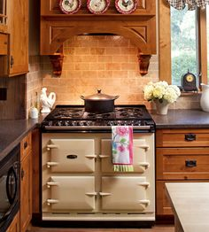 Super stove. With six burners and four ovens, this cast-iron workhorse can do it all—bake, roast, broil and slow-cook—at the same time. Photography by Jim Wieland