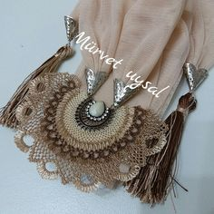 This Pin was discovered by Nev Ski Girl, All About Fashion, Baby Knitting, Tassel Necklace, Boho, Needlework, Diy And Crafts, Fashion Accessories, Jewels