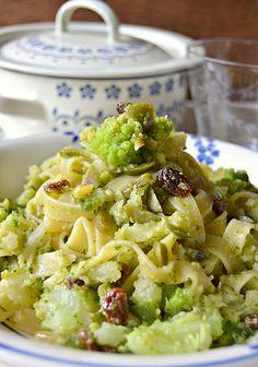 Fettuccine alle cime di cavolo e broccolo con uvetta e pinoli