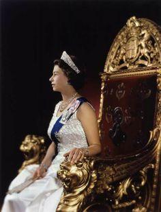 Margery Kelz in the National Portrait Gallery - Large Image - NPG Queen Elizabeth II Sea Queen, Hm The Queen, Her Majesty The Queen, Save The Queen, Queen Queen, Windsor, Commonwealth, Defender Of The Faith, Zara Phillips