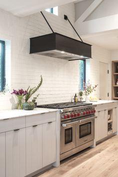 Farm house Jenna Cooper - LA Kitchen details How To Build With Cobb eco building,cobb building,eco f Kitchen Hood Design, Kitchen Vent Hood, Hells Kitchen, Home Decor Kitchen, Home Kitchens, Dream Kitchens, Kitchen Ideas, Modern Ovens, Modern Kitchen Stoves