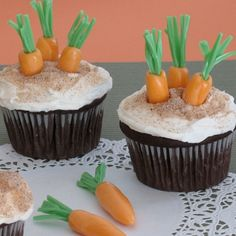 Shows how to make little carrots with starbursts and green licorice whips. Rabbit's Easter Cupcakes