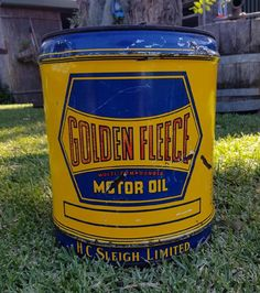 Nice old Golden Fleece service station 4 Gallon motor oil can Old Garage, Australian Cars, Old Gas Stations, Gas Pumps, Garages, Grease, Motocross, Bowser, Oil