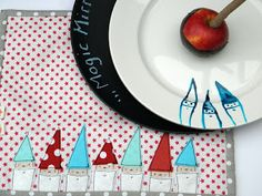 ' Sew a magical gnomes placemat!
