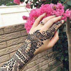 This article is also about Latest Hand Mehndi Designs 2018 for Girls and here you will find some of Latest Mehndi Designs 2018 that will make your heart. Henna Hand Designs, Henna Tattoo Designs Arm, Mehndi Designs 2018, Mehndi Design Images, Beautiful Henna Designs, Arabic Mehndi Designs, Mehndi Designs For Hands, Bridal Mehndi Designs, Bridal Henna