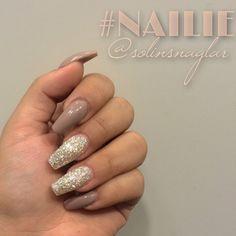 solinsnaglar   Instagrin #nudenails #glitternails