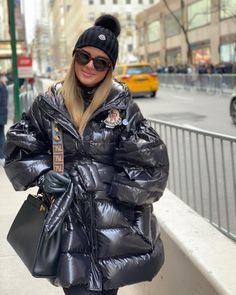 The most wonderful time of the year 🤗 Nylons, Moncler Jacket Women, Best Smoker, Down Puffer Coat, Most Popular Instagram, Puffy Jacket, Autumn Winter Fashion, Mantel, Winter Jackets