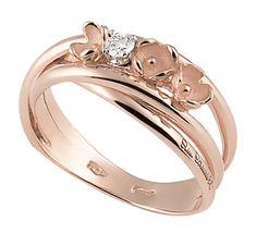 Шикарное украшение, символ весны и красоты. Золотое кольцо с нежными цветами и бриллиантами. Эксклюзивное изделие ручное работы будет частью всех счастливых моментов вашей жизни.