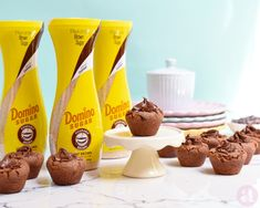 Cookie cups triple chocolate rellenos de Nutella! una receta perfecta para mesas de dulces o candy bars deliciosa. Hecha con https://www.pinterest.com/realdominosugar/ por Anaisa Lopez del blog annas pasteleria. Triple chocolate chip cookie cups, a recipe from Domino Sugar Flip Top sugars and annaspasteleria.com