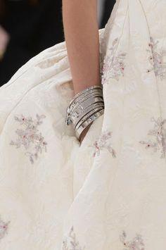 margadirube:  notordinaryfashion:Christian Dior Haute Couture Fall 2014-15 - Detail  Elegance