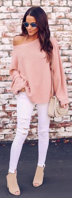#winter #outfits peach sweatshirt; white denim distressed fitted jeans; pair of beige slingback peep-toe platform chunky heels. Pic by @vicidolls.