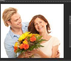 Araç çubuğundan Quick Selection Tool aracıyla örnekteki fotoğrafımızda seçmiş olduğumuz gibi çicek buketini seçime dahil ediyoruz. Geri kalan alanın bulanık görünmesi için fotografımızın bulunduğu katmana tıklayarak Select menüsünden Inverse seçeneğini seçerek alanı tersine çevirmiş oluyoruz(çiçekleri değilde geriye kalan alaın tümünü seçme işlemi).