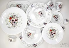 Homer Laughlin has expanded its Fiesta Skull and Vine collection to include Skull and Vine Sugar, a colorful take on the Day Of The Dead inspired design. Fiesta Kitchen, Red Kitchen, Kitchen Stuff, Kitchen Tools, Sugar Skull Decor, Sugar Skulls, Fiesta Colors, Colorful Skulls, Kitchen Themes