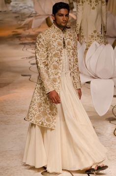 Rohit Bal India Bridal Fashion Week 2013 The Mulmul Masquerade Indian Men Fashion, Indian Bridal Fashion, Bridal Fashion Week, India Fashion, Asian Fashion, Groom Fashion, Male Fashion, London Fashion, Indian Groom Wear