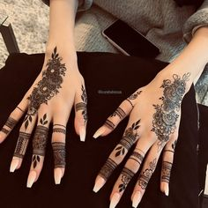 Mehndi henna designs are always searchable by Pakistani women and girls. Women, girls and also kids apply henna on their hands, feet and also on neck to look more gorgeous and traditional. Pretty Henna Designs, Modern Henna Designs, Henna Tattoo Designs Simple, Latest Henna Designs, Finger Henna Designs, Henna Art Designs, Stylish Mehndi Designs, Mehndi Design Images, Mehndi Designs For Fingers