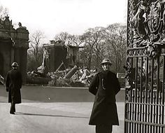The picture shows the severe damage caused by German bombing of the north east corner of Buckingham Palace and Central London in general.  08-03-1941. WW2, North Centre Gate, Buckingham Palace, Westminster