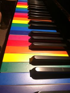 Rainbow piano keys look so awesome!! Imagine how much easier it'd be to learn piano