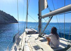 Das atemberaubende Gefühl der Freiheit auf dem Wasser! Von Lefkas nach Meganisi, dann weiter zu der unbewohnten Insel Atokos und weiter nach Ithaki, nach Frikes. In etwa ein Plan, aber erfahrungsmäßig hat der Wind auch ein gutes Wort mitzureden – das macht Segeln aus.