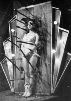 Here are 21 breathtaking vintage photos of scary and dangerous circus performances that you may no longer to be seen. A vintage circus p. Vintage Circus Photos, Vintage Photographs, Vintage Circus Performers, Vintage Carnival, Old Pictures, Old Photos, Circus Pictures, Scary Circus, Circus Acts