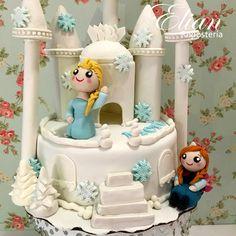 Pastel de fondant con tema de Frozen, figuras super cute.