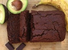 Gluten free recipe - vegetarian - Vegan - Chocolate Avocado Banana Bread (I used 3 bananas, replaced the oil by apple sauce, replaced the honey by cup date syrup & used less dark chocolate + unsweetened cacao powder). Gluten Free Baking, Gluten Free Desserts, Vegan Desserts, Vegan Gluten Free, Dessert Recipes, Dairy Free, Avocado Banana Bread, Banana Bread Recipes, Quinoa Flour Recipes