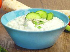 Nur echt mit viel Knoblauch und griechischem Joghurt! Der Klassiker unter den Dips schmeckt zu Gyros, Brot oderGemüse.