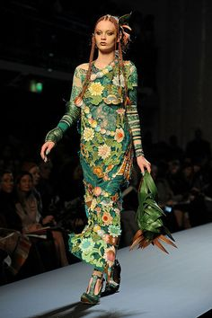 Jean Paul Gaultier Does Avatar-cum-Mexican Fiesta for Spring 2010 Couture Photo…