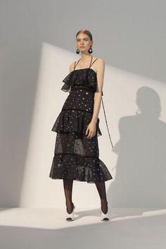 Prabal Gurung Resort 2018 Fashion Show Collection Vogue Fashion, India Fashion, Fashion Week, Fashion 2017, Runway Fashion, Fashion Brands, Luxury Fashion, Girl Fashion, Fashion Design