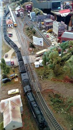 Ho Scale Train Layout, Ho Train Layouts, N Scale Model Trains, Scale Models, Train Ho, Lionel Trains Layout, Escala Ho, Model Railway Track Plans, Garden Railroad