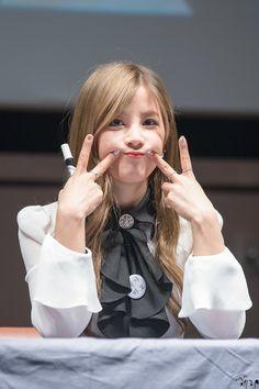 APink ChoRong South Korean Girls, Korean Girl Groups, Panda Eyes, Pink Panda, Chubby Cheeks, Kpop Girls, Asian Beauty, Rapper, Bell Sleeve Top