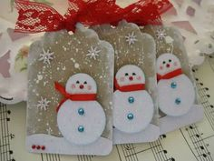 These snowman Christmas tags look so cute with that frost texture with added dainty red lace. From vsroses (flickr).