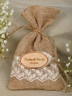 rustic country burlap and lace wedding favor bags #rusticwedding #countrywedding