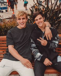 The joke must've been real good or the sun was too bright, cuz you can't even see my eyes w/ @jakepaul