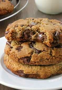 These thick and chewy paleo chocolate chip cookies have the perfect texture along with a subtle nuttiness thanks to almond flour and almond butter {grain-free gluten-free and dairy-free} // TexanErinBaking Paleo Baking, Gluten Free Baking, Gluten Free Desserts, Healthy Desserts, Healthy Recipes, Paleo Chocolate Chip Cookies, Paleo Cookies, Cookie Recipes, Almond Chocolate