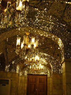#magiaswiat #podróż #zwiedzanie #damaszek #blog #azja #saladyn #syria #mauzoleum #meczet #umajjadow #krysztalowy #azim #palac #bosra #palmyra #malouli #malula #krakdechevaliers #zamekkrxzyzowcow #krzyzowcy Palmyra, Malu, Chandelier, Ceiling Lights, Blog, Decor, Candelabra, Decoration, Chandeliers